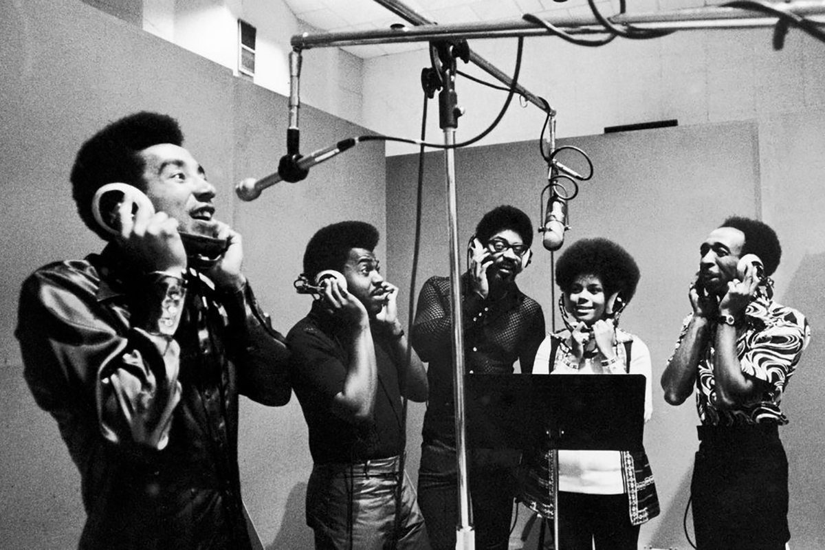 http://www.nappyafro.com/wp-content/uploads/2016/10/The-Miracles-Front.jpg